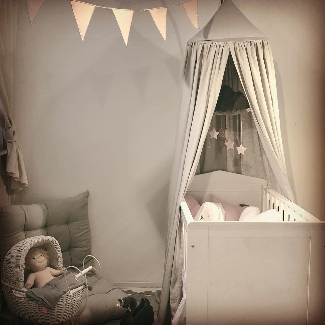 Ljuvlig grå sänghimmel